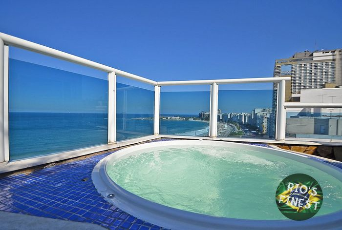 HIGH LUXURY penthouse w/ 3 bedrooms, panoramic views of Copacabana beach and private pool.