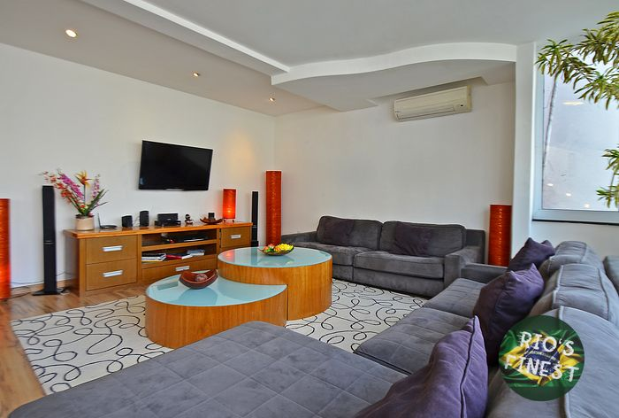 Large duplex penthouse in Arpoador