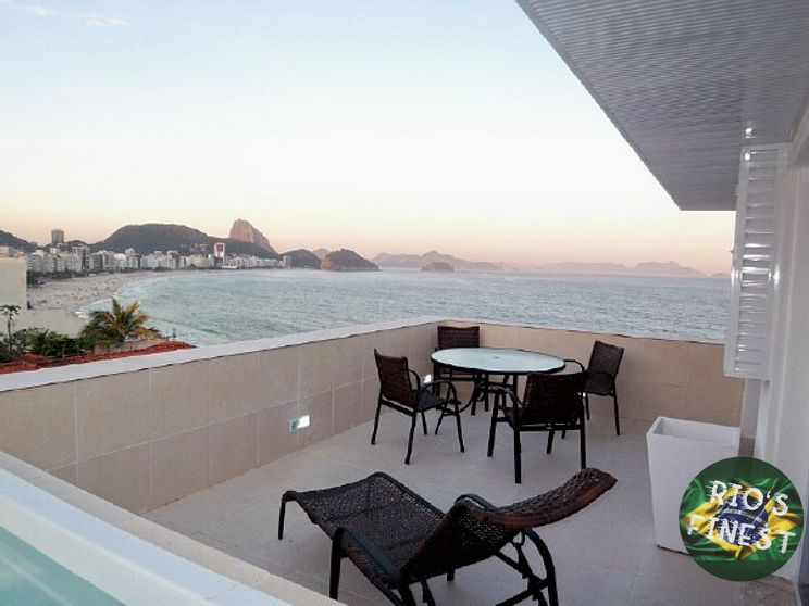 Penthouse with Jacuzzi, 4 bedrooms and front view of Copacab